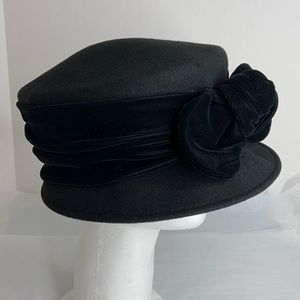 Eric Javits 1950s black wool hat with velvet bow